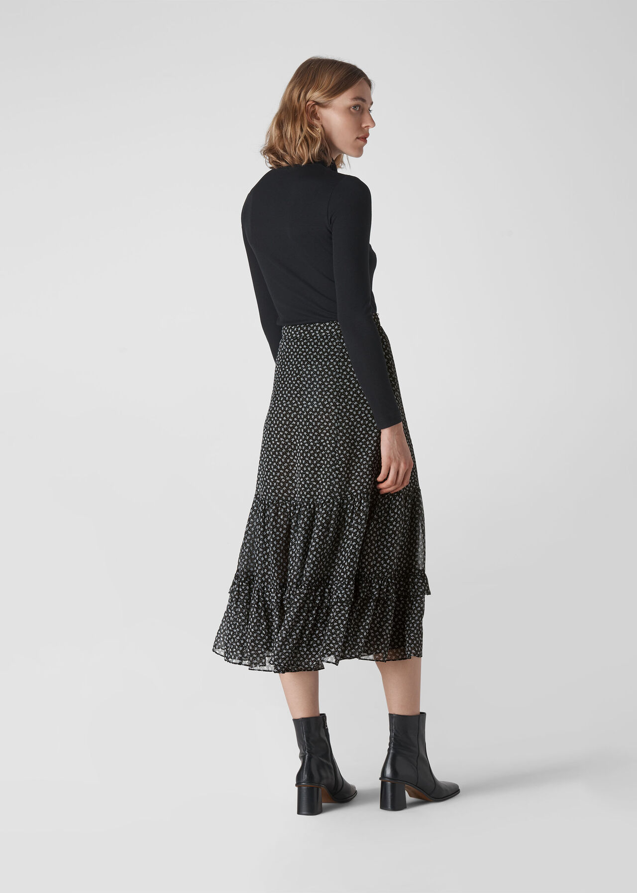 Almond Blossom Dobby Skirt Black/Multi